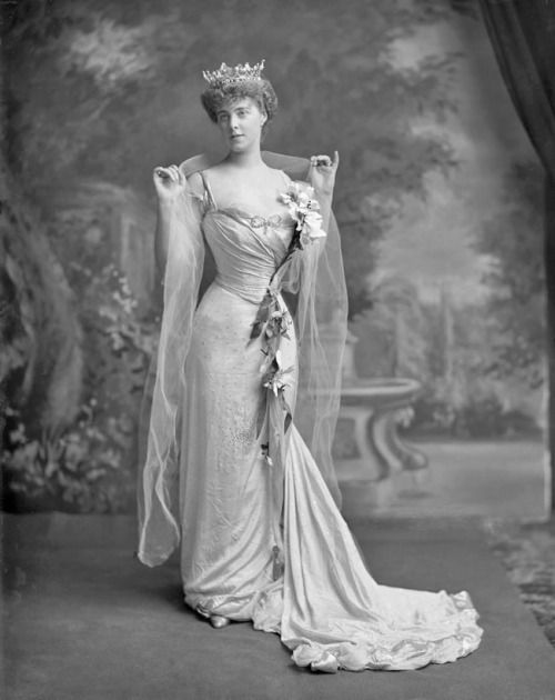 "1901 H.S.H. ""Daisy"" Princess of Pless nee Mary Theresa Olivia Cornwallis-West (http://lafayette.org.uk/)"