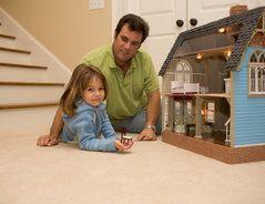 Puppenhausmöbel aus Holz selber machen - so geht's