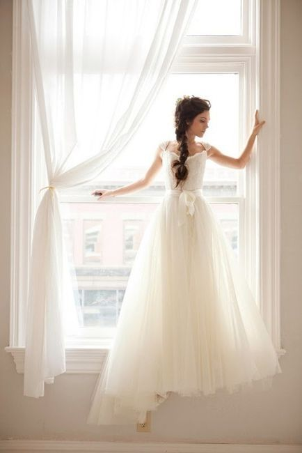 <3 the dress, <3 the window, <3 the drapes, <3 the hair!!!!