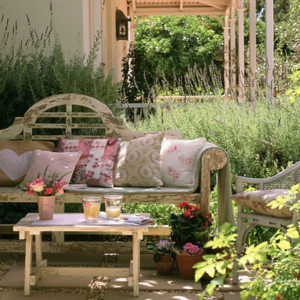 Country garden patio space home outdoors country garden Beautiful garden patio designs