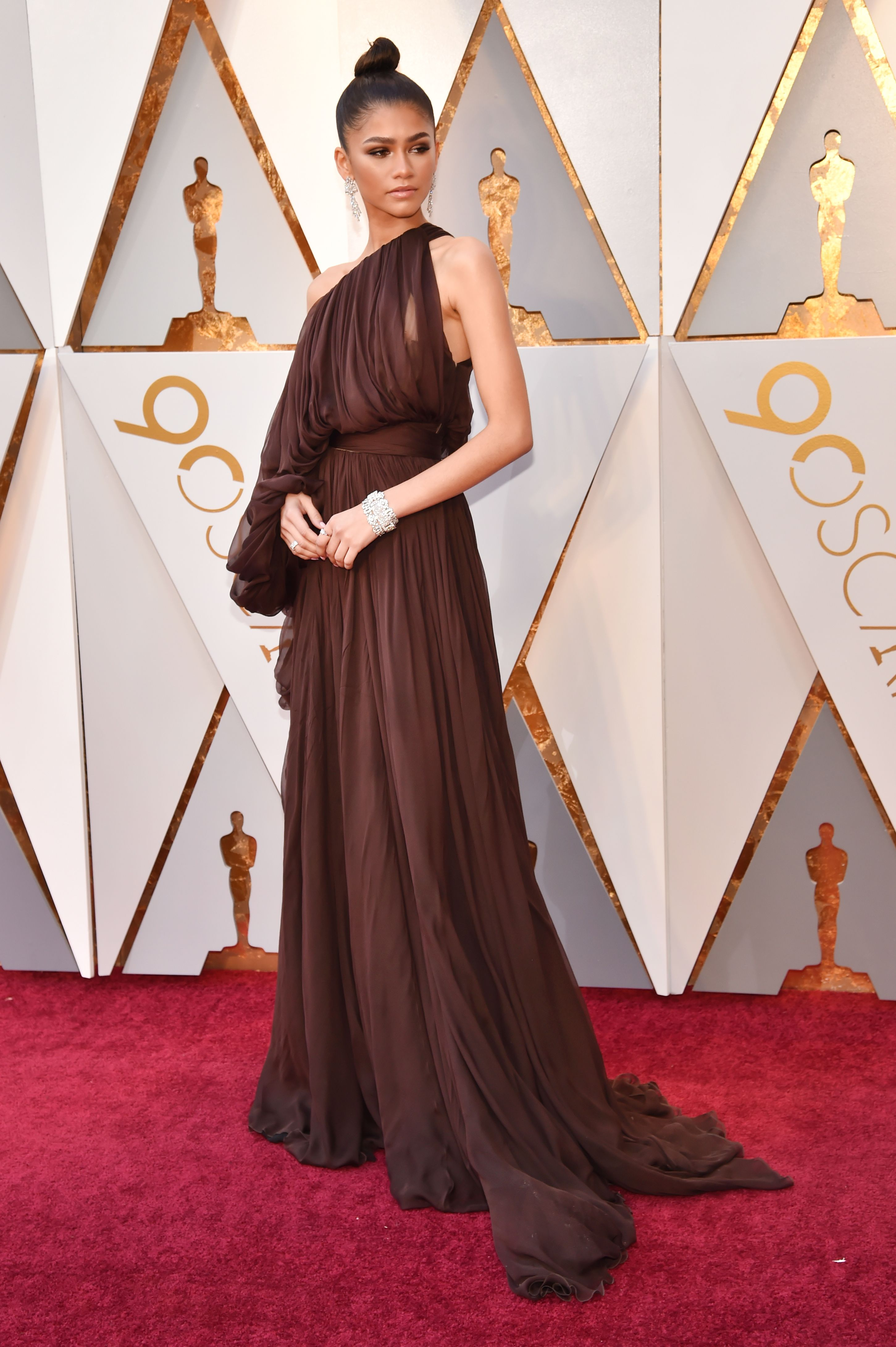 The Best-Dressed Celebrities from the 2018 Oscars Red Carpet  0250fc2b7