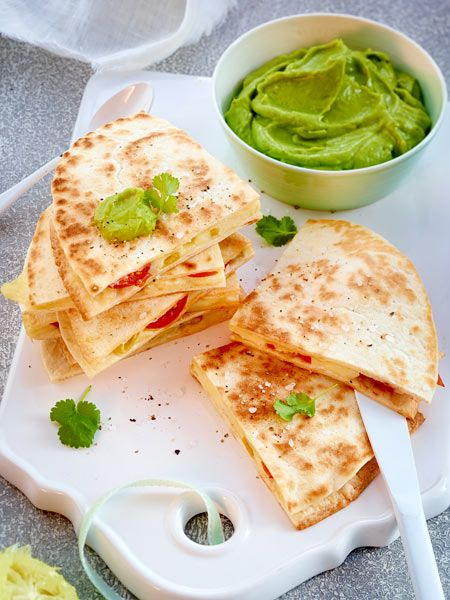 quesadilla caprese mit guacamole rezept in 2018 schnelle k che pinterest essen schnelles. Black Bedroom Furniture Sets. Home Design Ideas
