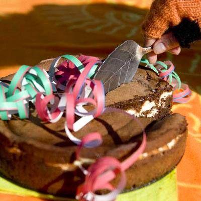 Sitruuna-suklaakakku sopii loistavasti vappujuhliin.