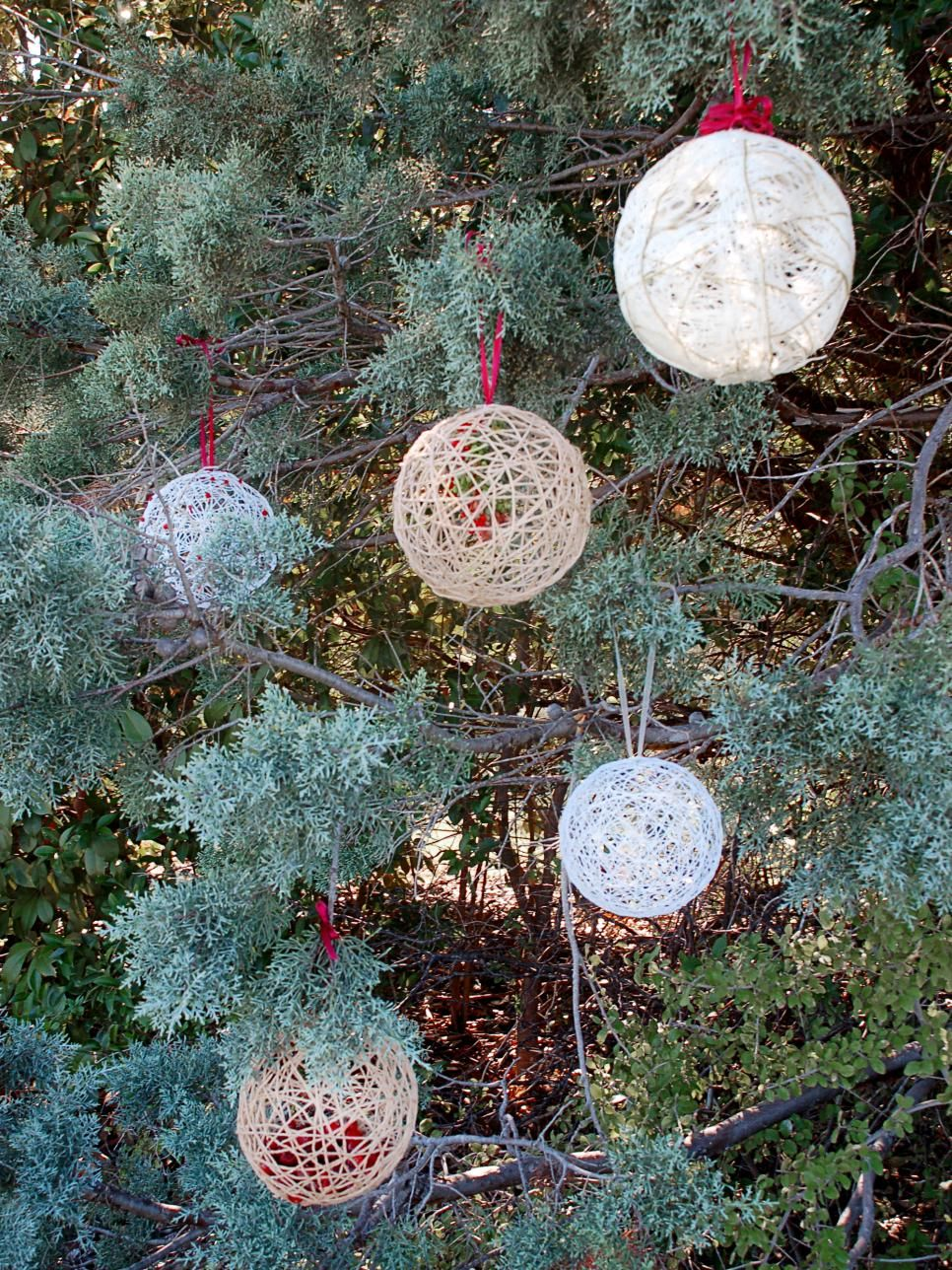 crafty outdoor holiday decorating ideas front door wreaths