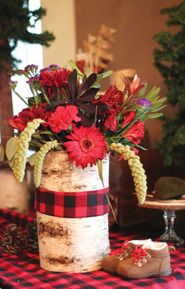 Creative woodsy lumberjack first birthday floral for Dekoration fur babyparty