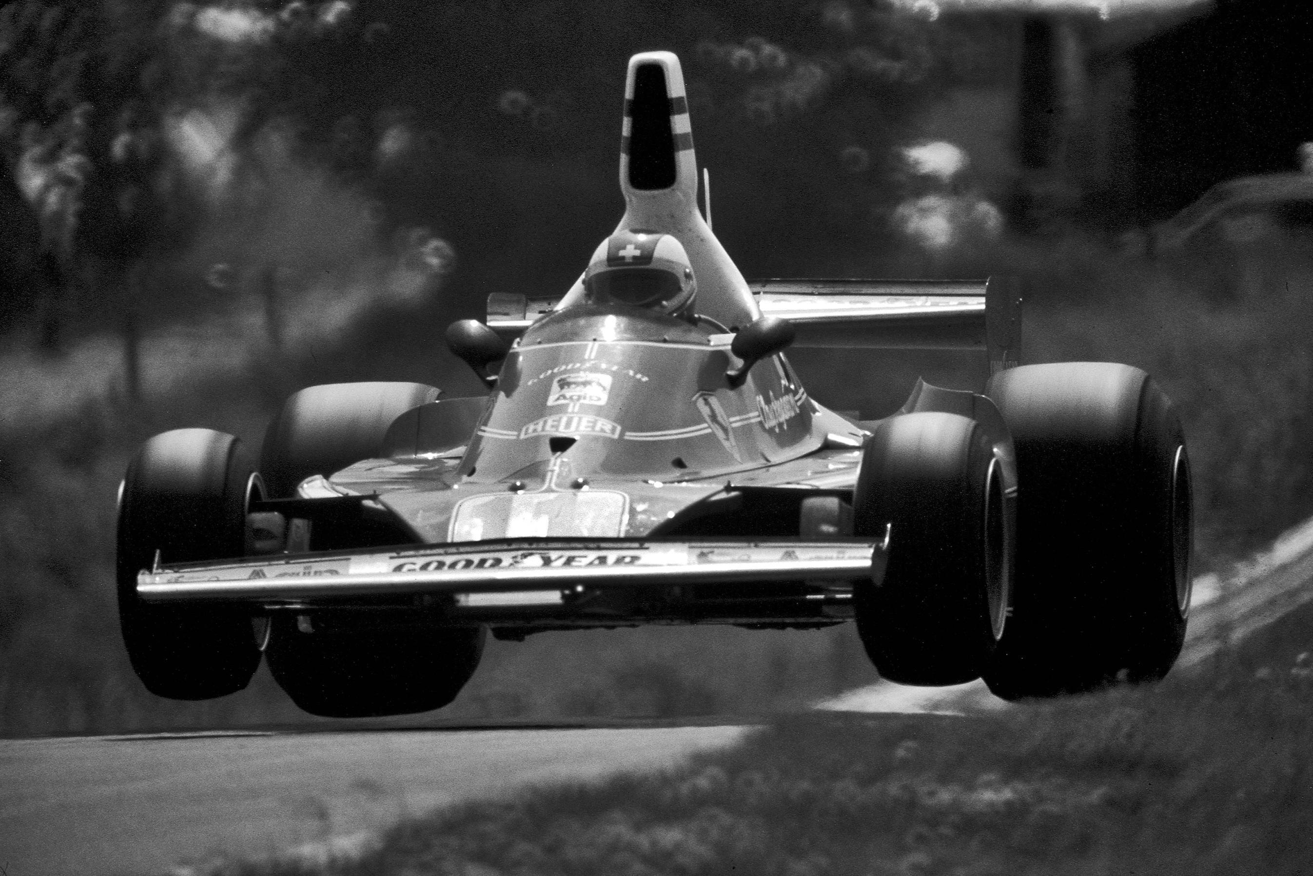 F1 1975 - Clay Regazzoni [2693x1797] - Imgur