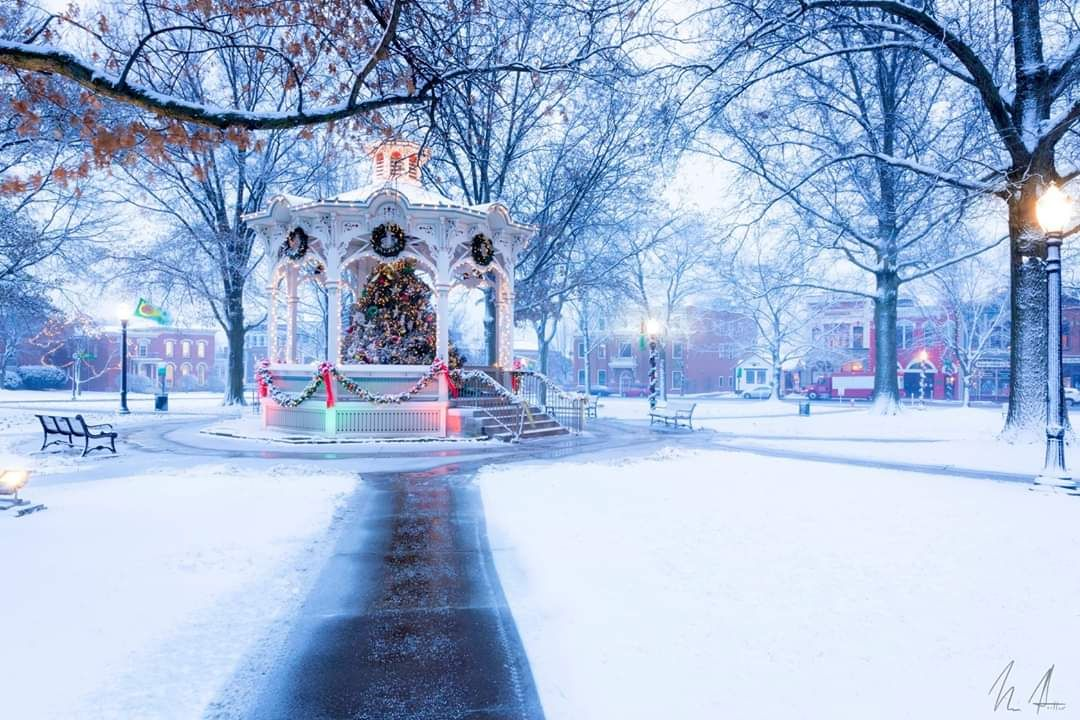 Merry Christmas Post Your Favorite Picture Of Christmas Time This Is My Hometown In Medina Ohio It S So Beau Medina Ohio Favorite Places Christmas Pictures