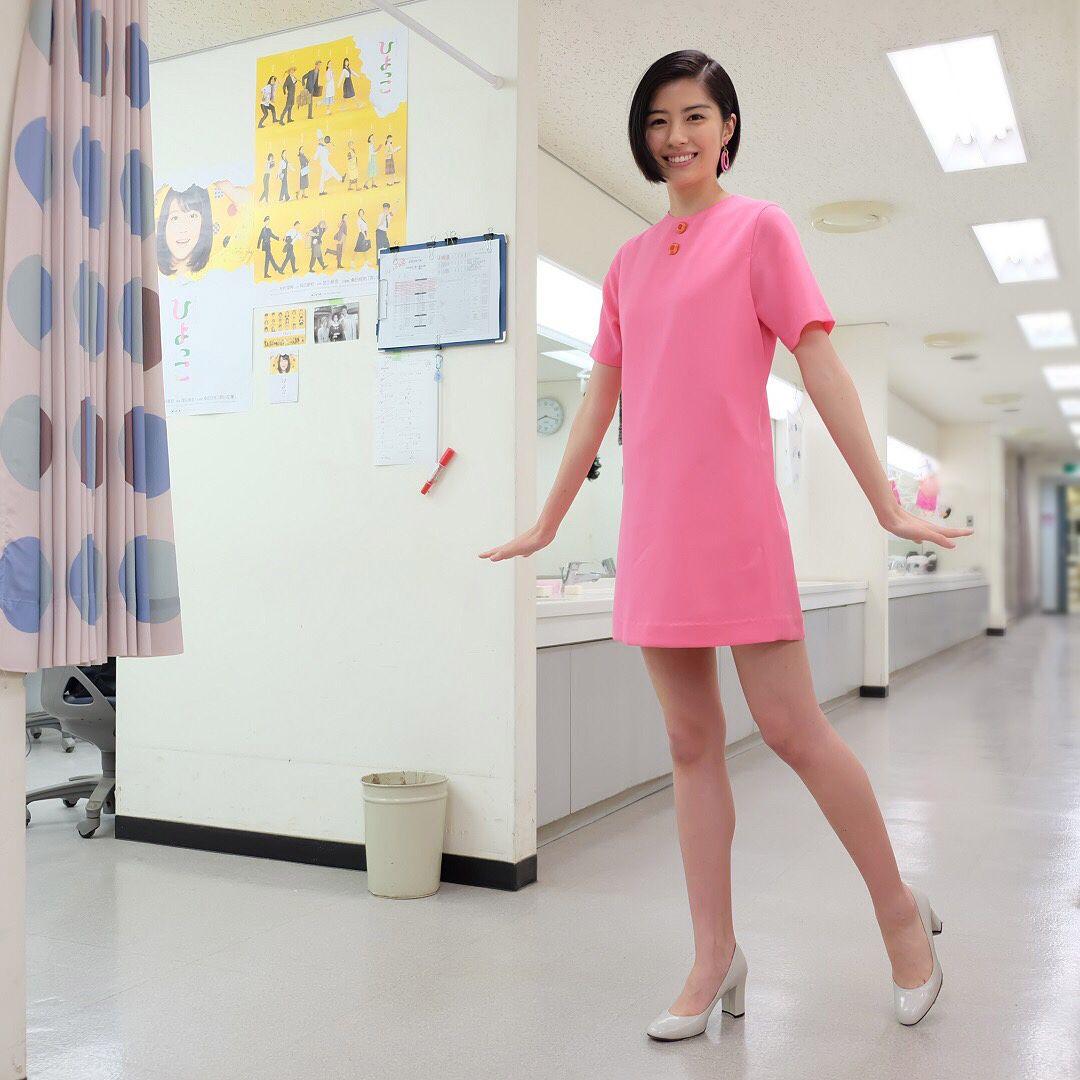 ツイッギーのポーズでパチリ 衣装監修 宮本茉莉さんのオリジナルデザインのワンピース とってもお似合いでした 佐久間由衣 朝ドラ ひよっこ 佐久間由衣 ツイッギー 女性有名人
