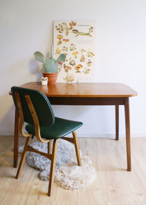 Toffe vintage houten tafel. Retro eettafel met uitschuifbaar blad