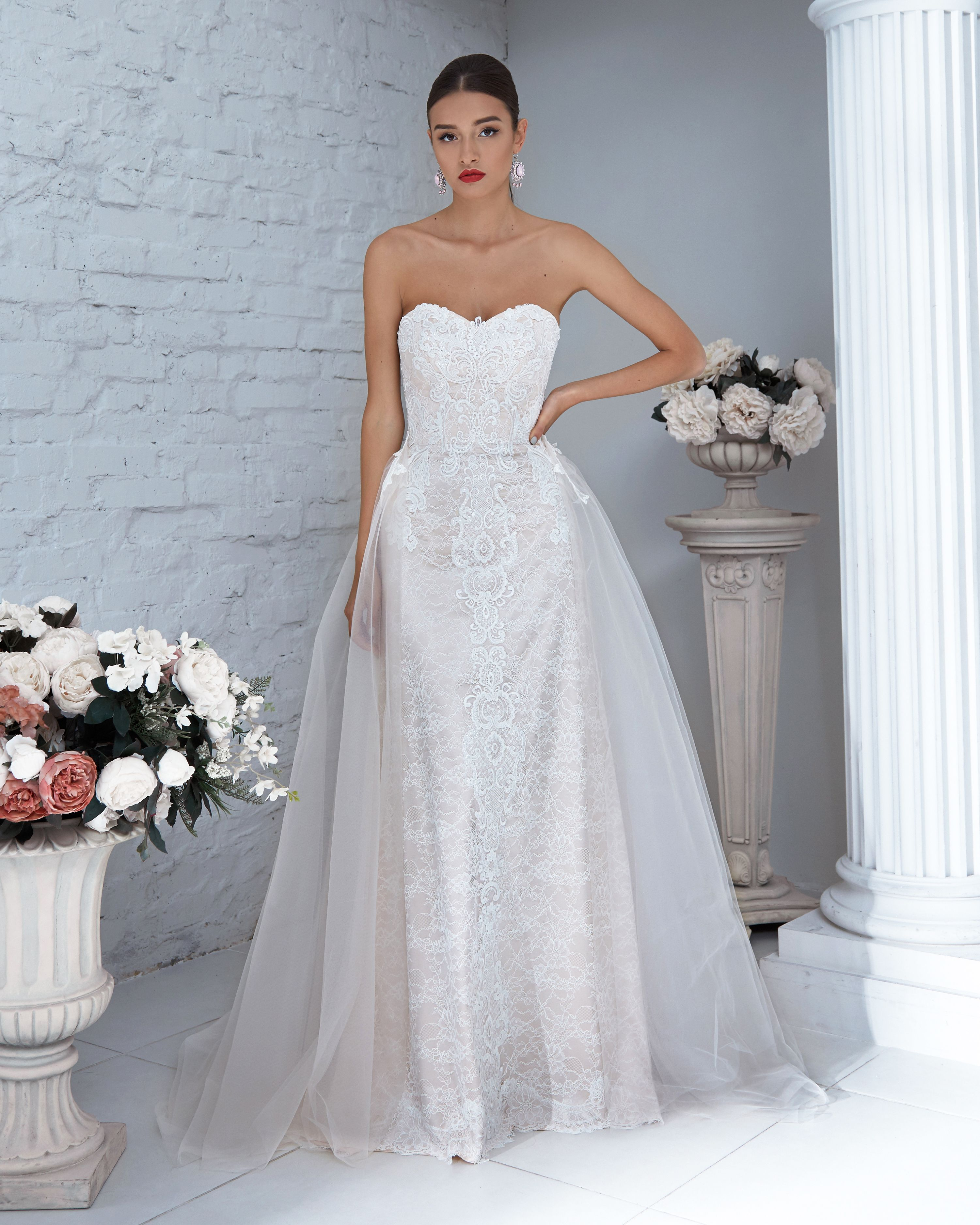 Lace gown with detachable train Wedding gowns, Wedding
