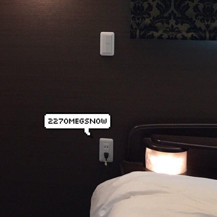 2270雪印メグ On Instagram コンセント高さつながりで 採用してよかったシリーズ その11 寝室のコンセント ベッドの両サイドに この位置です スマホ充電用ですねw もしくは ベッドサイドにライトを置いて読書灯なんていう使い方も 読書灯
