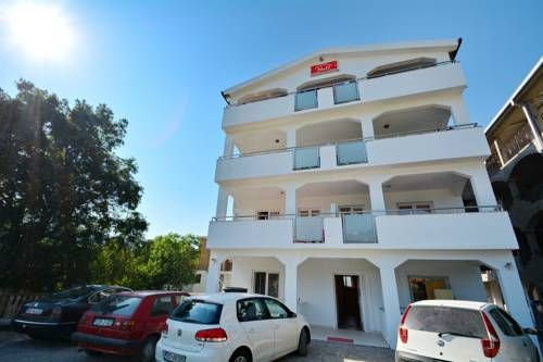 M&D Apartments Jaz Budva M&D Apartments Jaz offers accommodation in Budva. All guests receive 2 sun beds and a beach umbrella at Jaz Beach, which is 1.4 km away.  The accommodation is air conditioned and features a seating area.