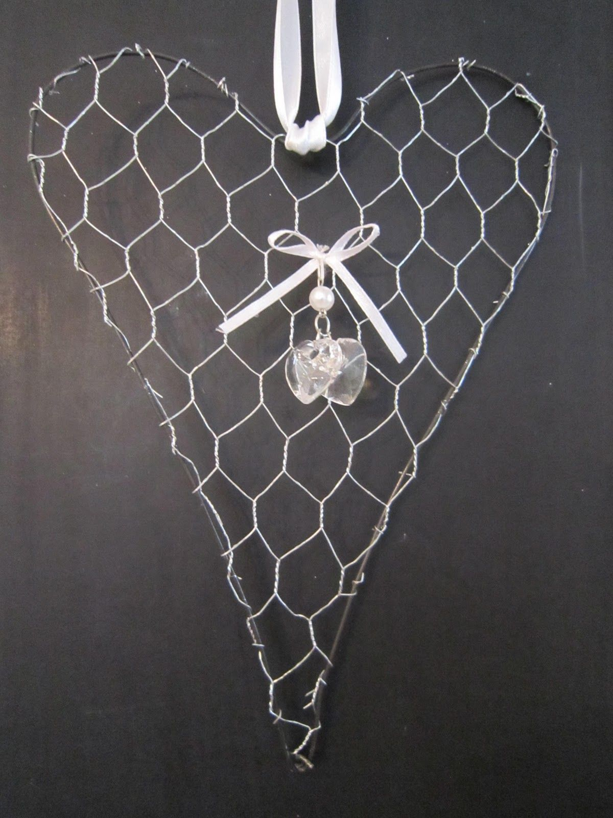 Chickenwire Heart   use it for notes/reminders! | My Beautiful Home