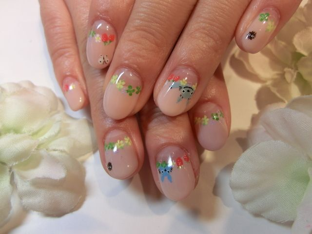 Adorable and subtle - Totoro themed nails.
