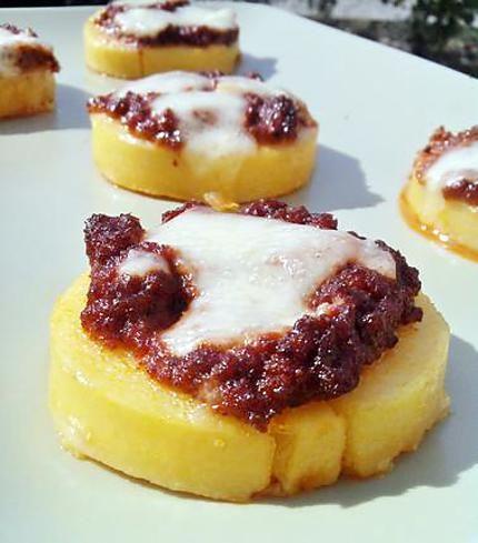 Recette de Canapé de polenta gratiné au pesto rosso et mozarella