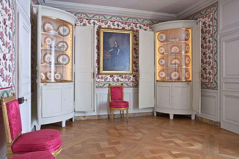 Antoinette would often times enjoy her meals in this small room. The two corner cabinets exhibit china actually belonging to Marie Antoinette.