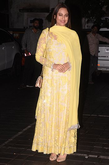 086231efdbf Sonakshi sinha in manish malhotra also pin by pari ahmed on actresses  pinterest dresses bollywood and