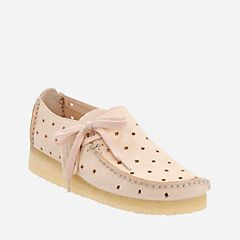 Lugger. Light Pink Women look so Attractive and Decent in this Shoe.