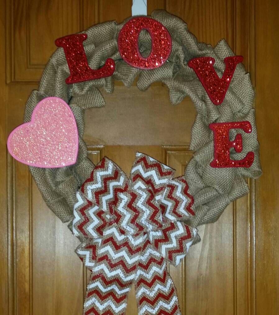 Valentines Day Wreath, Valentine Burlap Wreath, Primitive Valentines Day Wreath, Heart Burlap Valentines Wreath, Burlap Valentines Wreath - pinned by pin4etsy.com