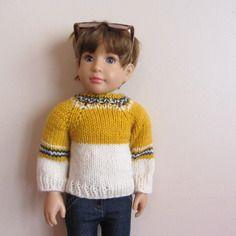 Habit de poupée : pull de ski moutarde et écru, tricoté main pour poupées kidz'n'cats