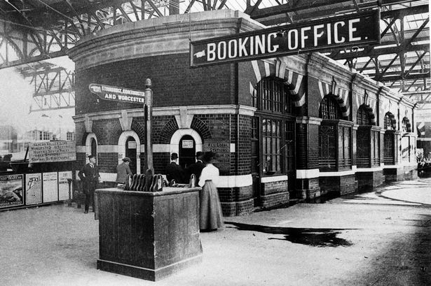 Snow Hill Station Booking Office, 1912.