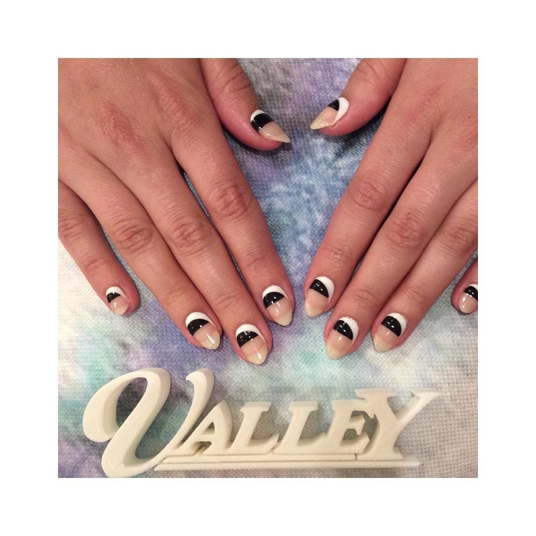Neutrals to live by 🙌🏻  #valleynyc #nailart #neutrals #fallcolors #colorblocking #valleyfallnails #valley15