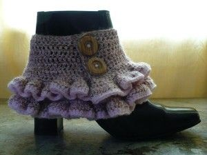 Crochet Victorian-inspired steampunk spats with this free crochet pattern.