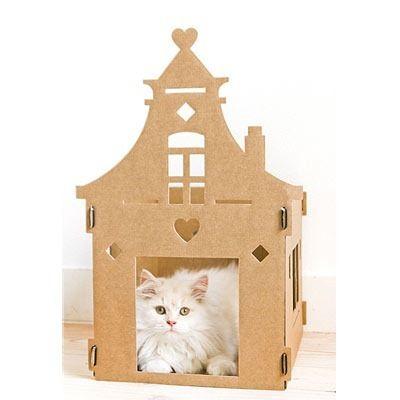 Kartonnen kattenkasteel  Verwen jouw kat niet meer alleen met nieuwe speeltjes en culinaire hoogstandjes, maar met een eigen riante villa, luxe loft of zelfs een stoere industriële fabriek. http://wonenonline.blogspot.nl/2012/08/kartonnen-kattenkasteel.html#