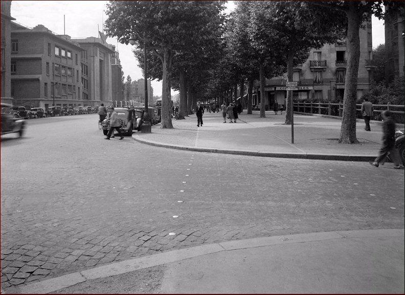 Le Boulevard Victor A L Angle Du Square Desnouettes Vers 1950