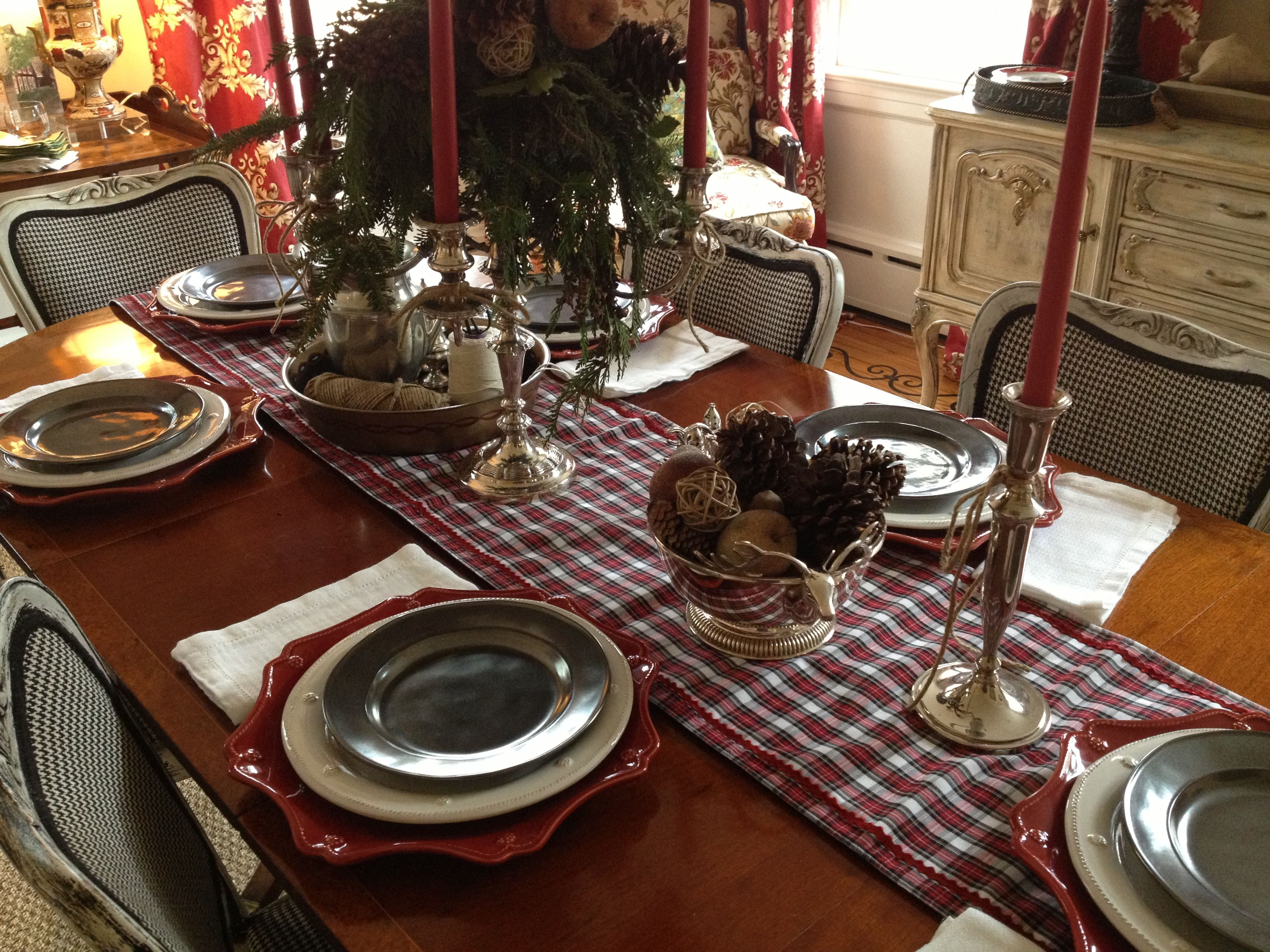 Christmas table. Juliska ruby charger, Juliska Berry and Thread ...