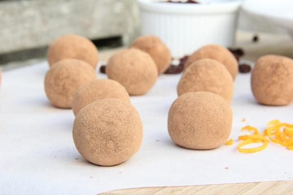 As promised, here in quick succession afterlast week's Ferrero Rocher Choc Hazelnut Truffles, is my other favourite balled recipe of the moment, a Chocolate Orange Truffle (to check out the Ferrero's click here). I've spoken about my ...