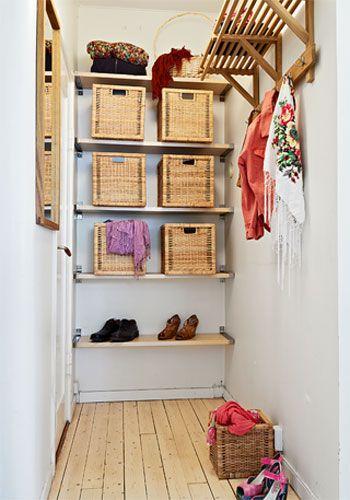 Dormitorio cajas espacio peque o holamama decoraci n for Habitaciones pequenas aprovechar espacio