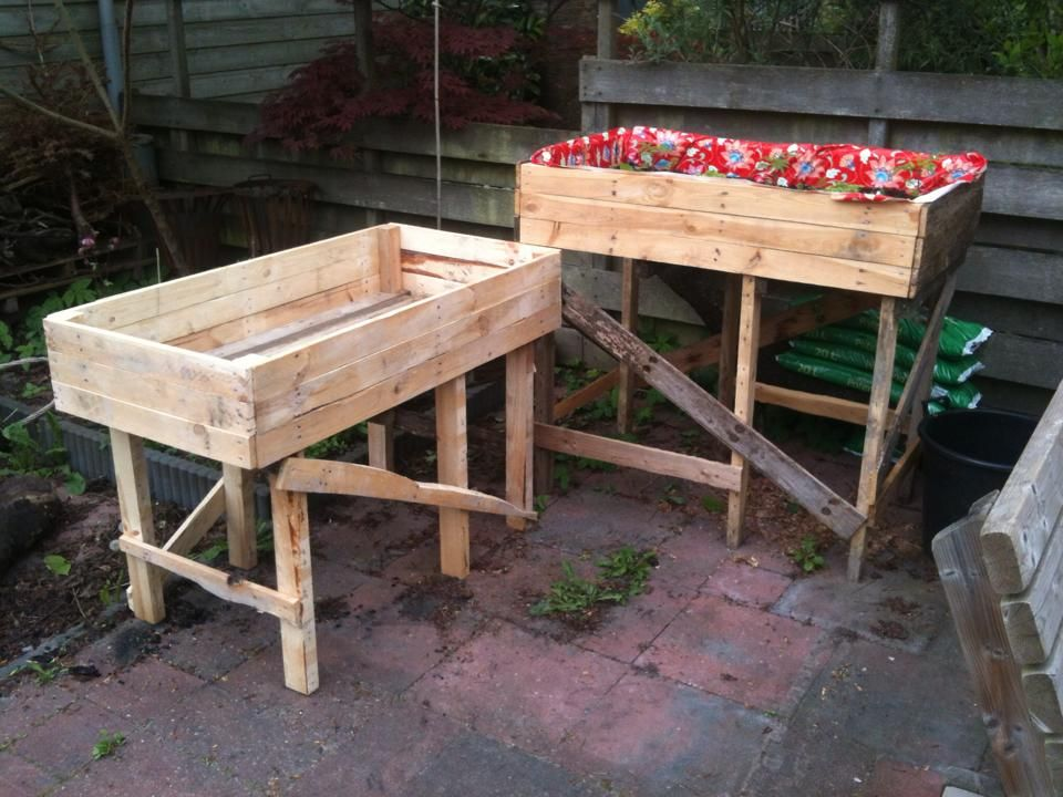Vegetable growing bins. No aching back from constant bending over. Took 3 disposable pallets to make these. Total investment less than 2 Eur.