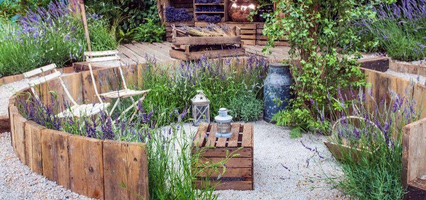 Play With Levels In 2020 Country Garden Design Diy Garden Furniture Country Gardening