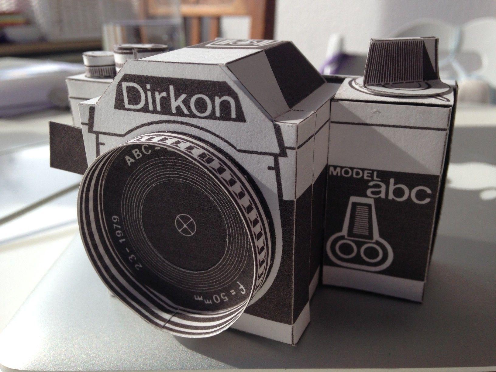 Schere Papier Dirkon Eine Kamera Aus Dem Drucker Paper Camera
