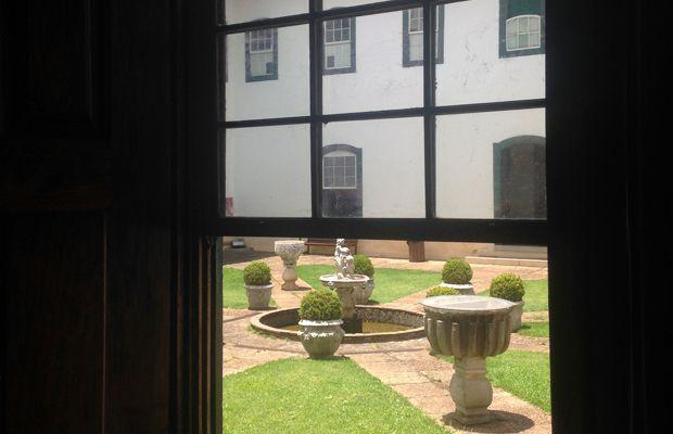Museu com jardim: Museu da Arte Sacra, São Paulo;