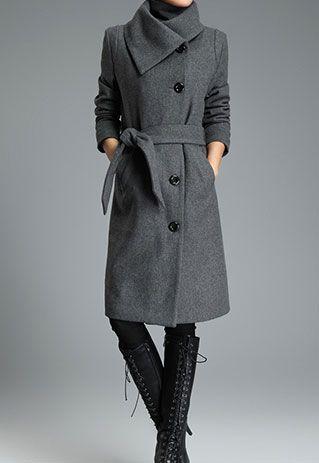 Breiter langer dicker Trenchcoat aus Wolle von klassischer schwarzer grauer Farbe mit Umlegekragen