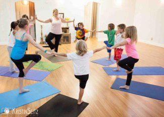 Regular yoga practice can dramatically improve children's overall learning and helps with behavioural difficulties. Scientists have proven that learning delays often occur through an under-used vestibular system, and children with learning disorders often have balance and coordination issues. Once balance, coordination and reflexes have improved, the mental clarity needed for learning follows. #kidsyoga #kidshealth