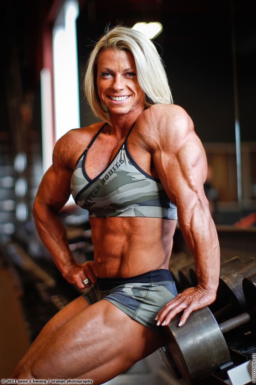 FTVideo.com female bodybuilders flexing, video clips