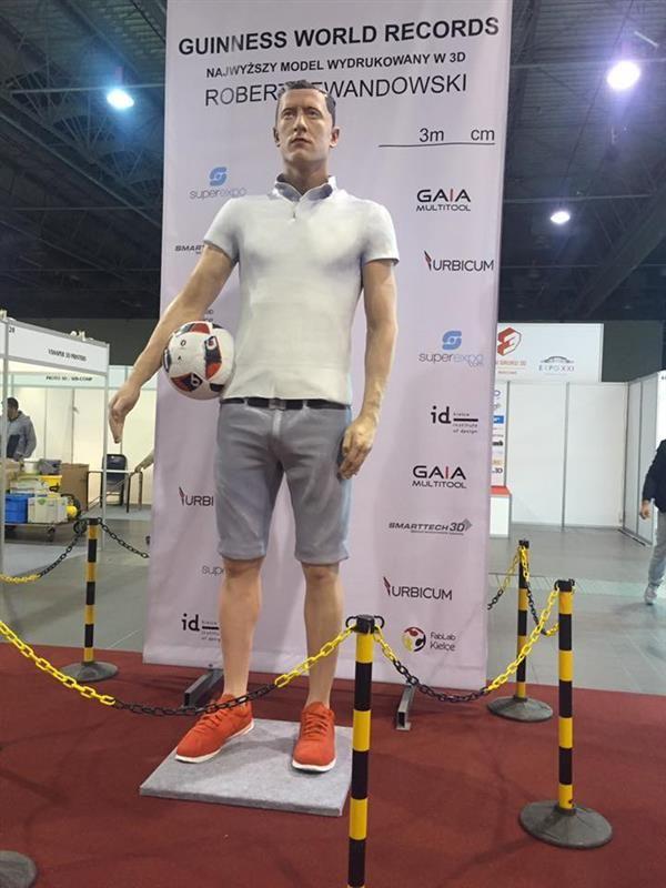 3ders.org - 3m statue of Polish soccer star Robert Lewandowski: 'The Tallest 3D Printed Person!' | 3D Printer News & 3D Printing News