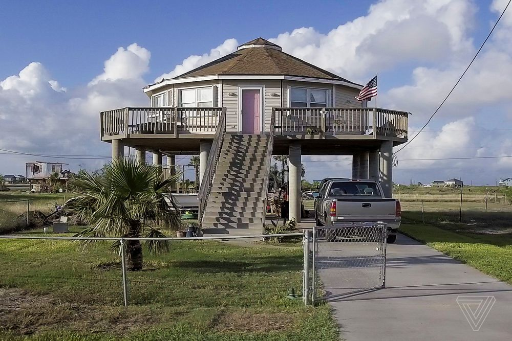 This Hurricane Proof Home Can Withstand Powerful Storms Hurricane Proof House House Design Photos Tiny Beach House