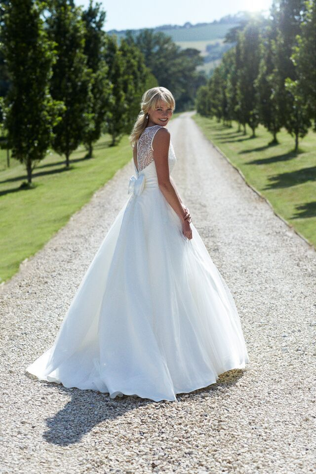 Modern Wedding Dress St Albans Vignette - Wedding Dresses and Gowns ...