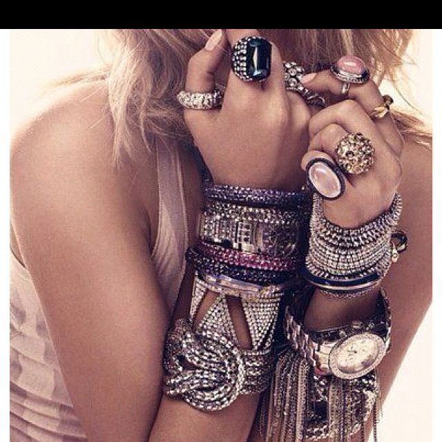 love all the jewelry!