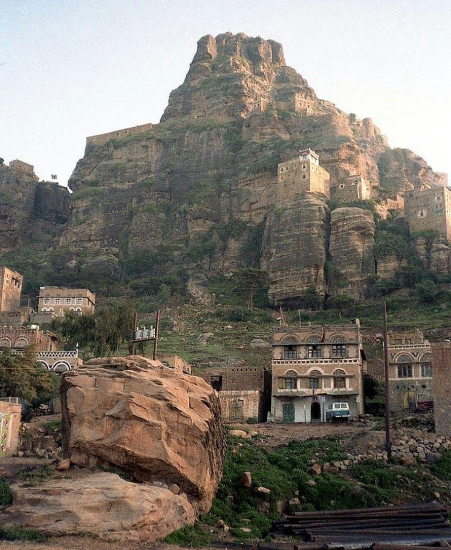 ما يخلق الله ارض إلا ويخلق ناس اشد منها كذالك هم اهل اليمن جعلوا من الجبال الصلبه بيوت لهم صباحكم Yemen Architecture Old City