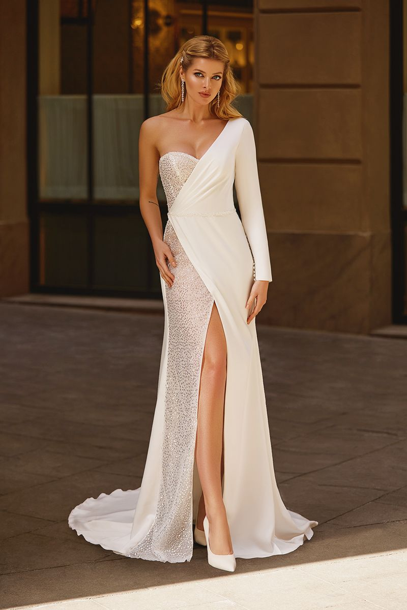 15 Stunning Wedding Dresses Featuring Mixed Fabric