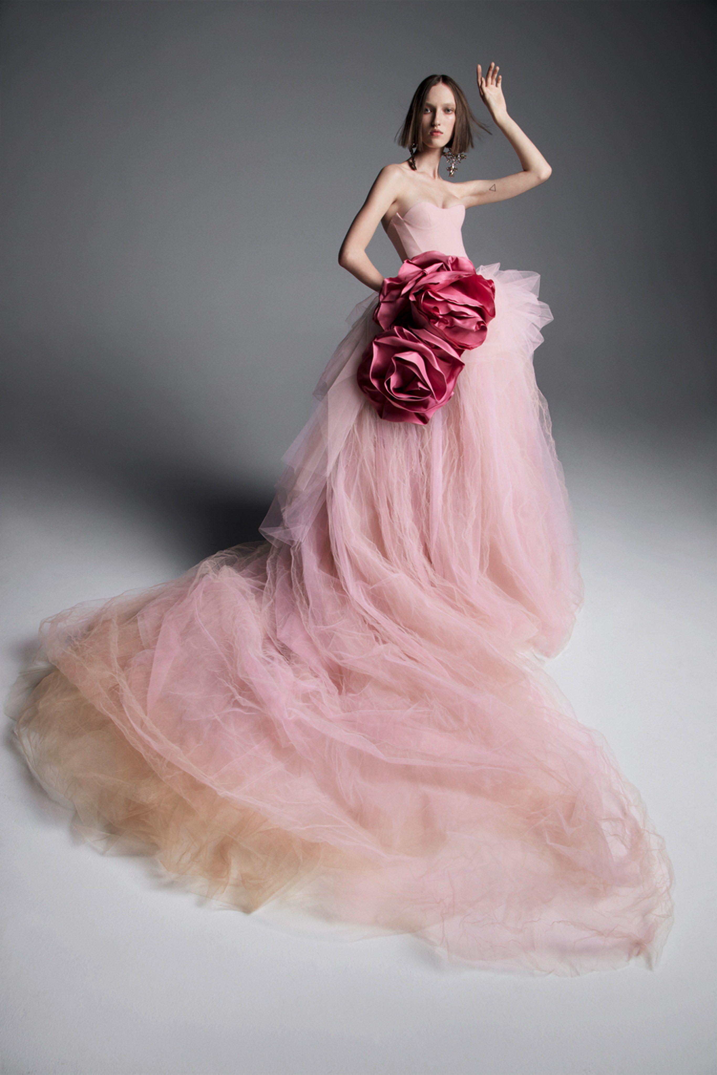 Vera Wang Bridal Spring 2019 Fashion Show | Armario de, Armario y ...