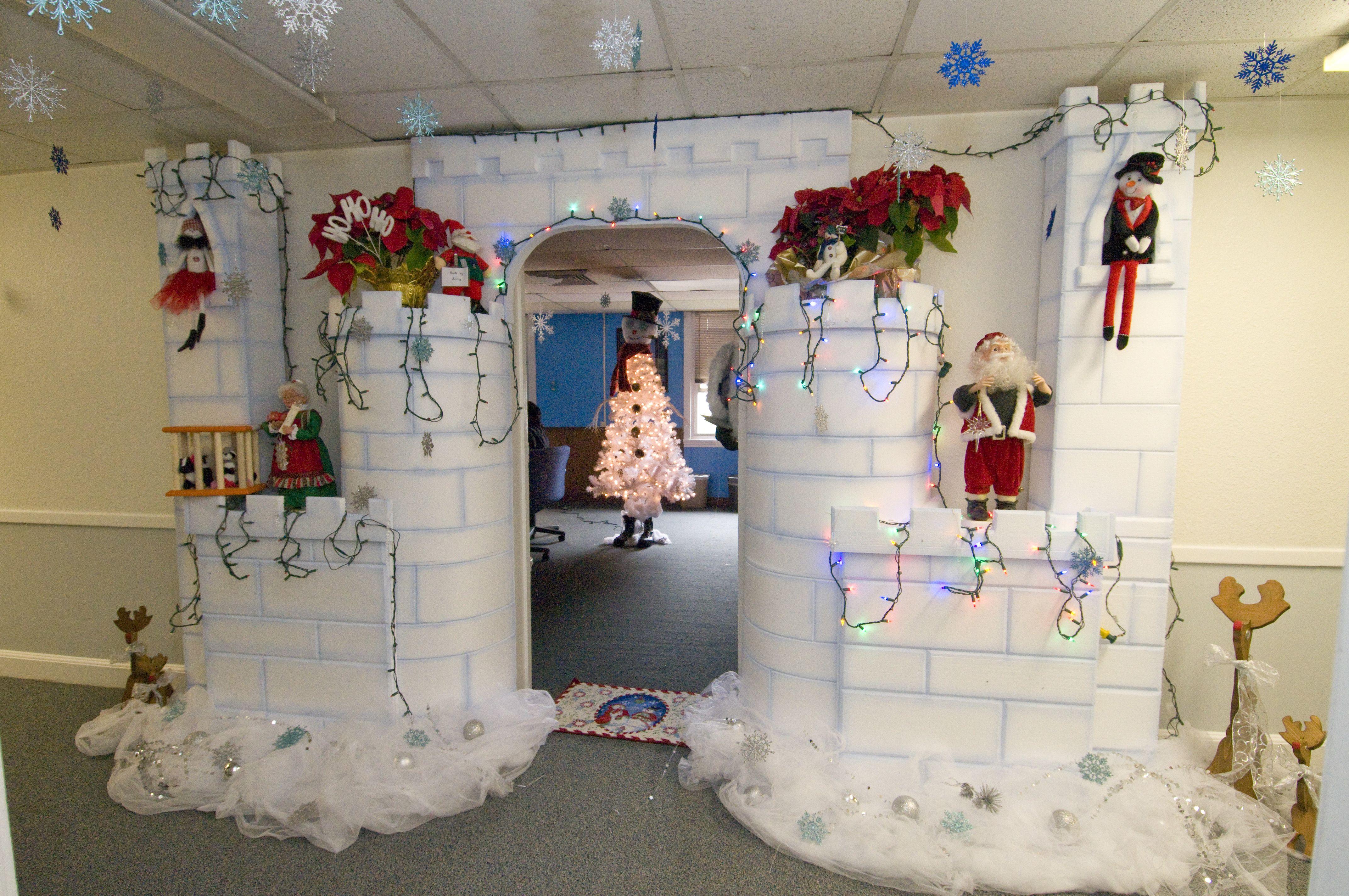 3) Ice Castle Door Decoration 2012
