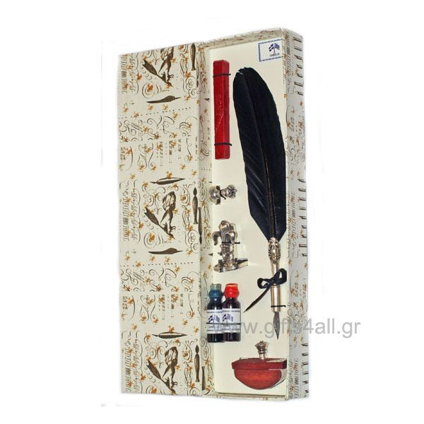 Η Πένα μελάνι είναι χειροποίητη από φυσικά υλικά. Η κασετίνα περιλαμβάνει μια πένα φτερού σε φυσικό χρώμα, δύο μπουκαλάκια με διαφορετικό χρώμα, μια σφραγίδα, μια θήκη για τοποθέτηση μελανιού, τσιπόχαρτο και βουλοκέρι.