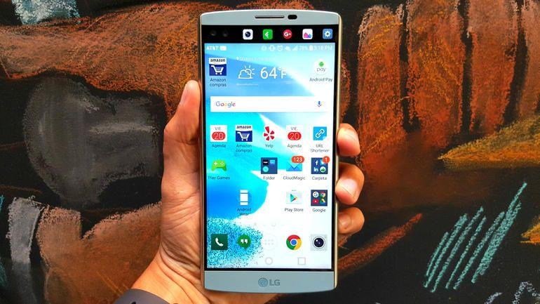 El LG V10 es el mejor celular de la empresa surcoreana, con lector de huellas y un diseño resistente. Tiene más RAM, más almacenamiento base y una cámara más avanzada que el LG G4.