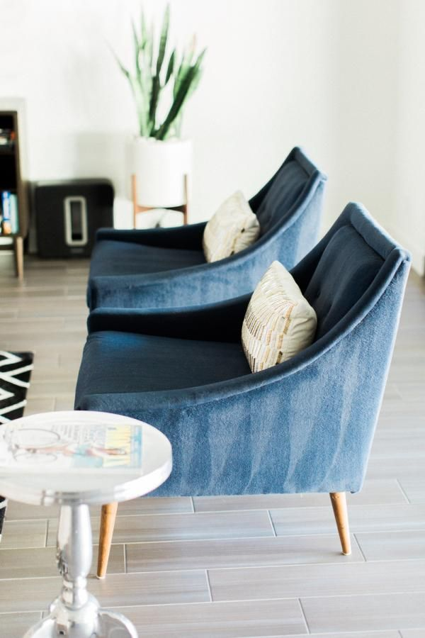 Love These Midcentury Modern Navy Blue Velvet Armchairs In This Contemporary  Neutral Living Room.
